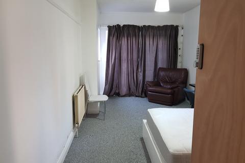 4 bedroom semi-detached villa to rent - Leicester LE2