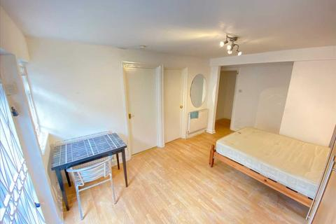 Studio to rent - Castlehill Parade, The Avenue, West Ealing