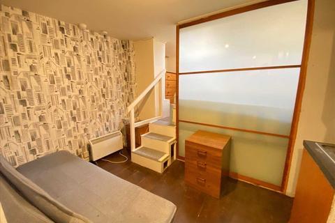 Studio to rent - Castlehill Parade, The Avenue, West Ealing