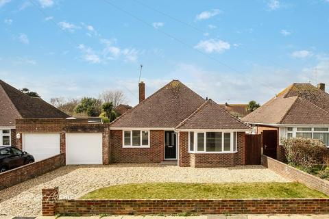 3 bedroom bungalow for sale - Evelyn Avenue, Rustington, West Sussex, BN16