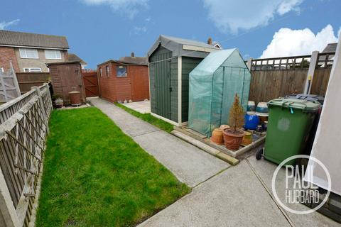3 bedroom terraced house for sale - Sturdee Avenue, Great Yarmouth, Norfolk