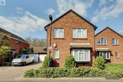 4 bedroom detached house for sale - Chichester Close, London