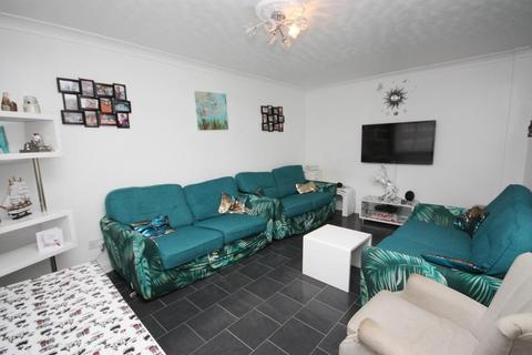 3 bedroom end of terrace house to rent - Brassie Avenue, London, W3 7DF