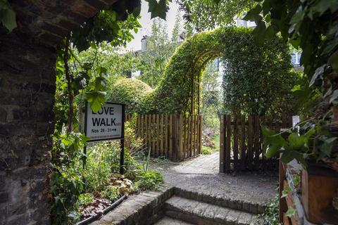 4 bedroom semi-detached house for sale - Love Walk, Camberwell, SE5
