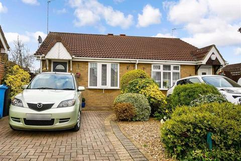 1 bedroom semi-detached bungalow for sale - Broadley Close, HULL, HU9