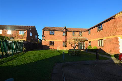 2 bedroom flat to rent - Alder Close, Slough