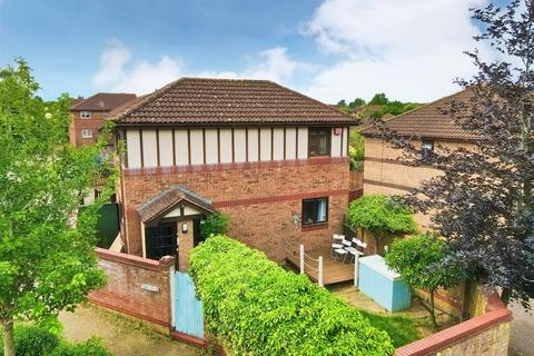 3 bedroom semi-detached house for sale - Stafford Grove, Shenley Church End, Milton Keynes