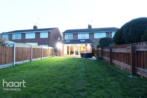 3 bedroom semi-detached house for sale - Dreadnought Avenue, Sheerness
