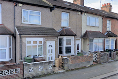 3 bedroom terraced house to rent - Gordon Road,  Barking, IG11