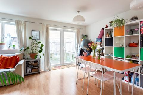 3 bedroom flat to rent - Marcon Place, Islington, E8