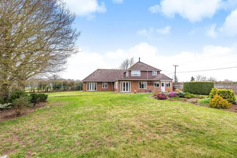 6 bedroom detached bungalow for sale - Billingshurst Road, Coolham, RH13
