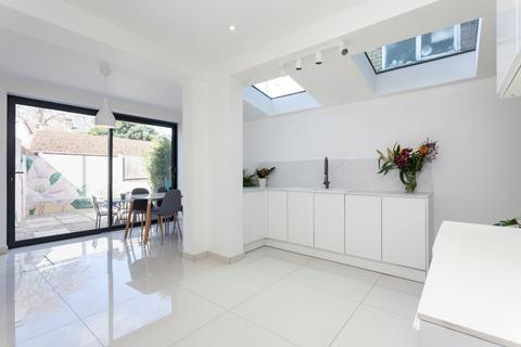 4 bedroom end of terrace house for sale - Borthwick Road, Stratford, E15