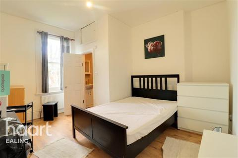 Flat to rent - The Avenue, Ealing, W13