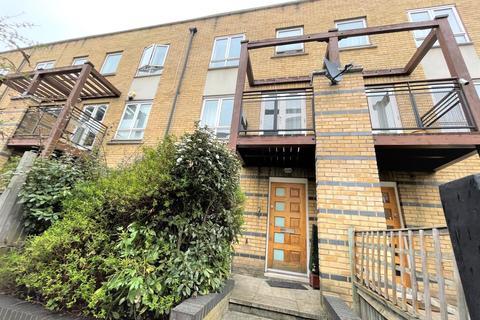 5 bedroom terraced house for sale - Saint Davids Square, London