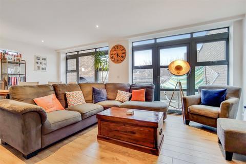 3 bedroom penthouse for sale - Oldridge Road, SW12