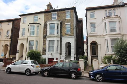 2 bedroom flat for sale - Elphinstone Road, Southsea