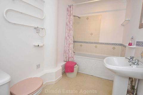 2 bedroom flat for sale - Cray House, Stoke Road, Gosport