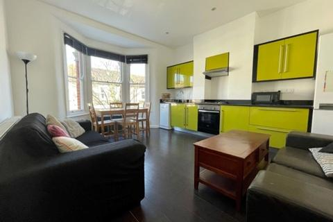 3 bedroom apartment to rent - Eynham Road, London