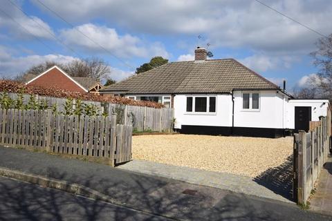 2 bedroom bungalow for sale - Woodside Road, Farnham