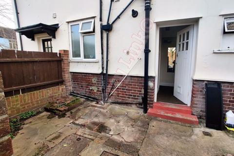 2 bedroom house to rent - Woodbridge Road, Barking