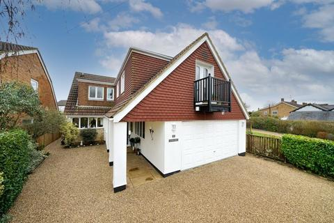 5 bedroom detached house for sale - Immaculate Caddington Home.