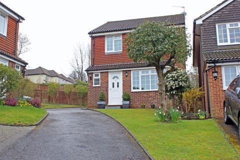 3 bedroom detached house for sale - Copperfield Close, Sanderstead, Surrey