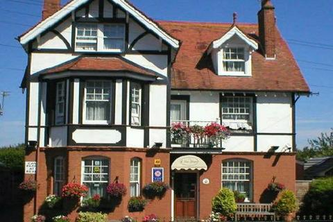 1 bedroom property to rent - Double Furnished En-Suite Room in Shared House -428 Lymington Road, Highcliffe
