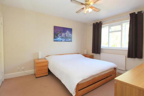 4 bedroom house share to rent - Double Room to Rent in Shared House,  Foresters Drive, Wallington