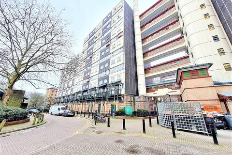 3 bedroom flat for sale - Charlotte Despard Avenue, London