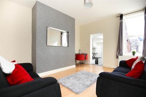 3 bedroom flat to rent - Biddlestone Road, Heaton, NE6