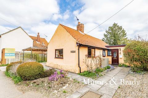 3 bedroom detached bungalow for sale - The Street, Sutton