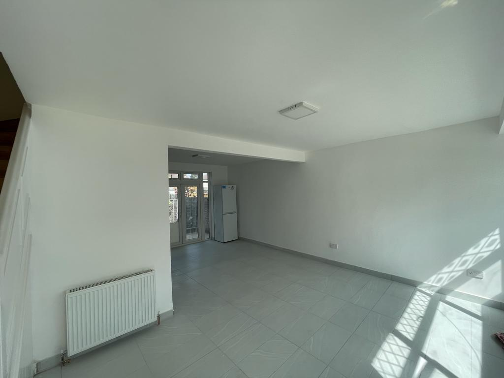 3 Bedroom Unfurnished House In Clayhall!