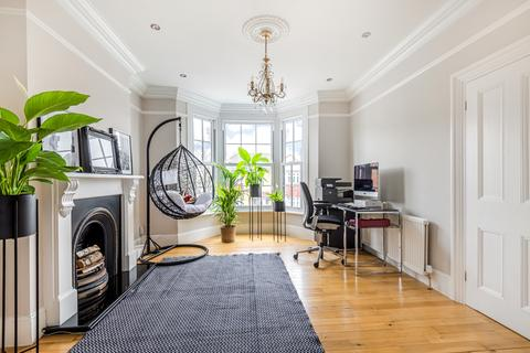 4 bedroom semi-detached house for sale - Cantwell Road London SE18