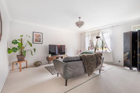 2 bedroom flat for sale - Eglinton Hill London SE18