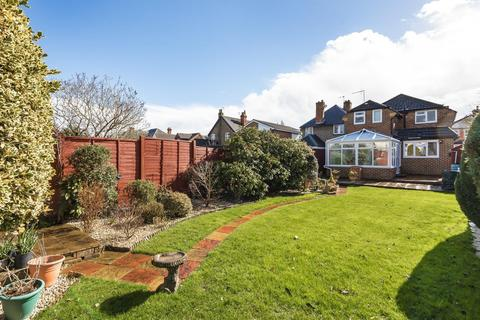 3 bedroom detached house for sale - Station Road, West Byfleet, KT14