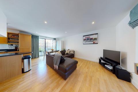 2 bedroom flat to rent - East Smithfield, London E1W