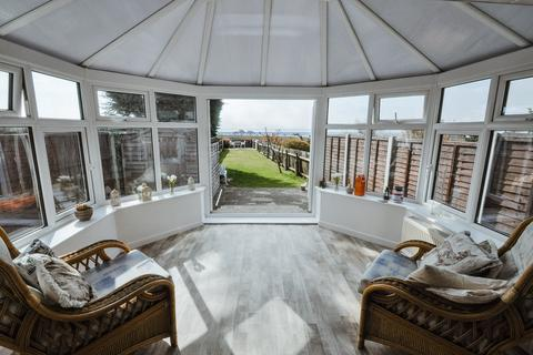2 bedroom detached bungalow for sale - Castle Road, Hadleigh