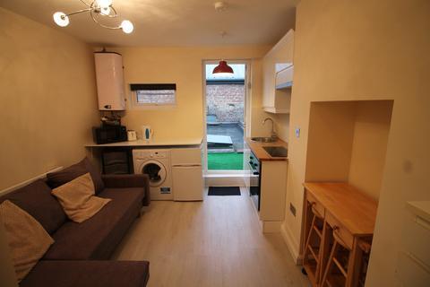Studio to rent - Barking Road, London, E13
