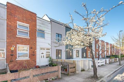 3 bedroom terraced house for sale - Rossiter Road, London