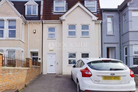 2 bedroom flat for sale - Napier Road, Gillingham