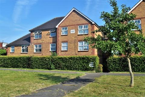 2 bedroom flat for sale - Carlton House, 413-419 Staines Road, Feltham, TW14