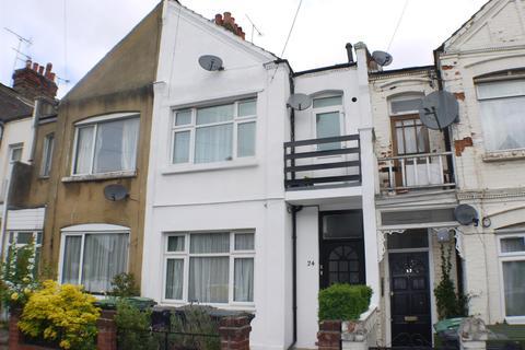 Studio to rent - Lascotts Road, Wood Green, N22