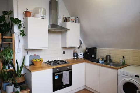 1 bedroom apartment to rent - Sandringham Road, London, E8