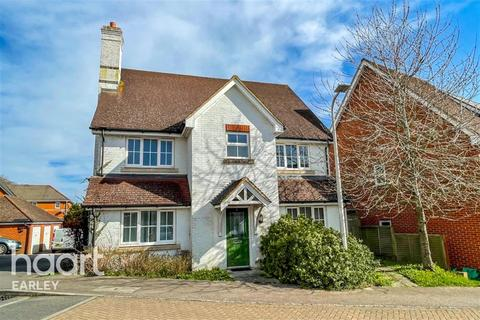 6 bedroom terraced house to rent - Ducketts Mead, Shinfield, RG2 9GY