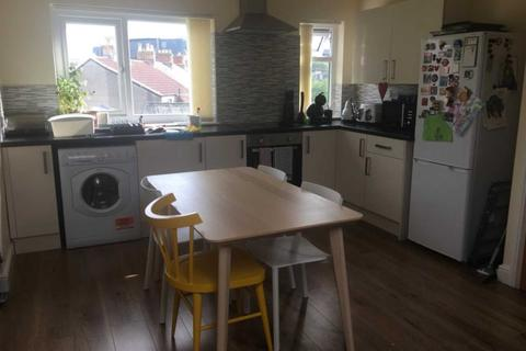 2 bedroom flat to rent - Lower Cathedral Road, Cardiff