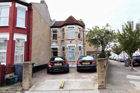 3 bedroom end of terrace house for sale - Lakefield Road, London, N22