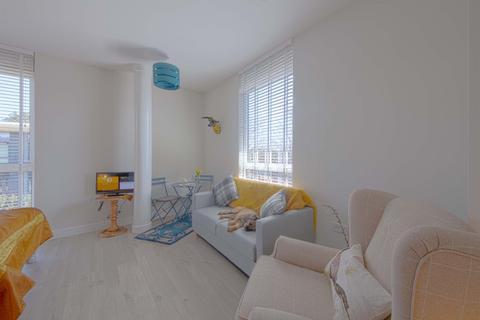 Studio to rent - Clivemont Road, Maidenhead, SL6