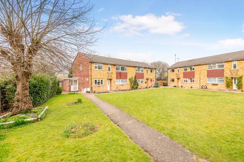 2 bedroom flat for sale - Victoria Close, Horley, RH6