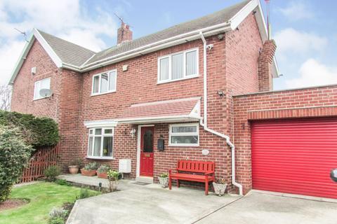 3 bedroom semi-detached house for sale - Woodhorn Drive, Wansbeck Estate, Choppington, Northumberland, NE62 5EN