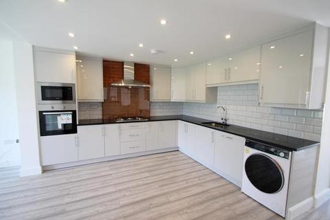 1 bedroom property to rent - 'Room ' Willowbrook Road, Staines-Upon-Thames, TW19